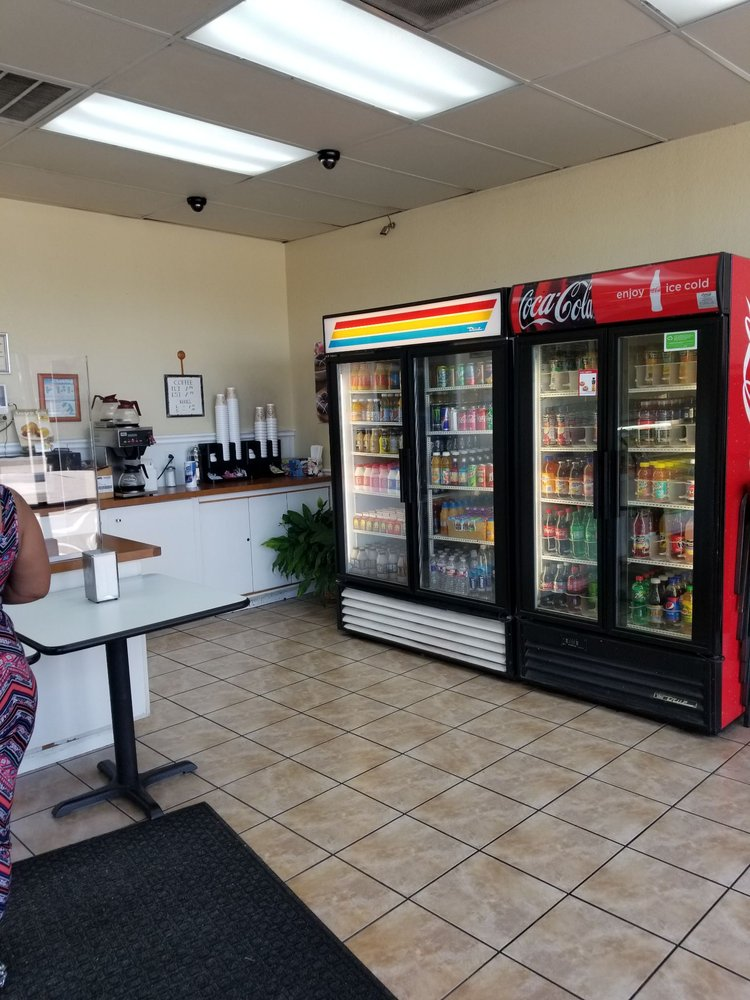 Donut Palace: 106 N Cedar Ridge Dr, Duncanville, TX