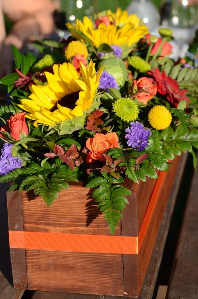 Family Tree Floral & Greenhouse: 103 E Jefferson St, West Salem, WI