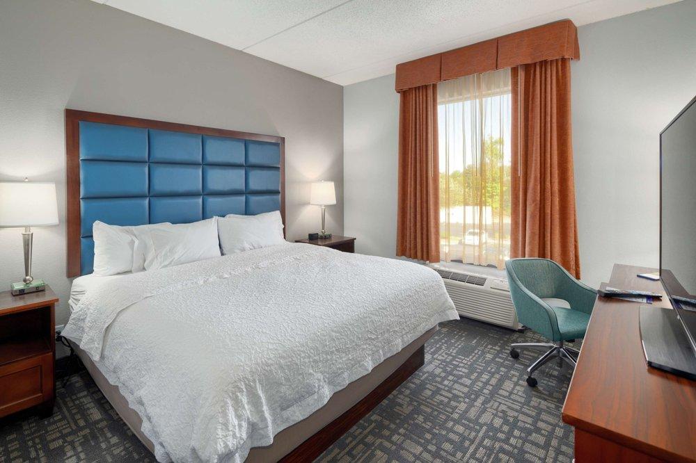Hampton Inn Louisville-Northeast: 4100 Hampton Lake Way, Louisville, KY