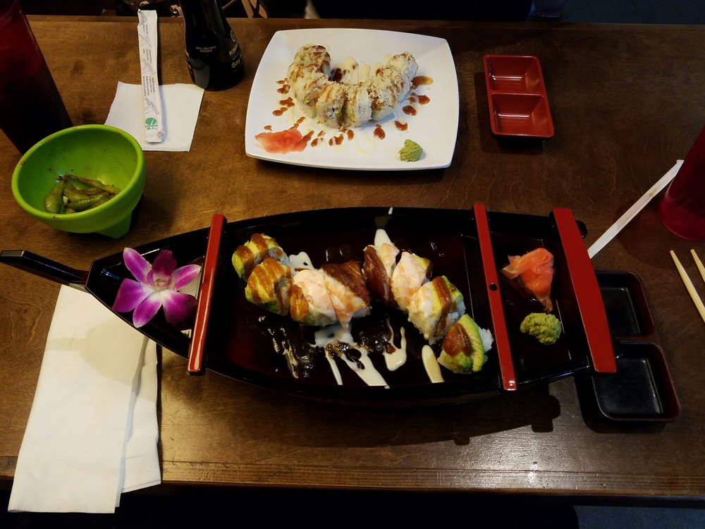 Avocado California Roll & Sushi
