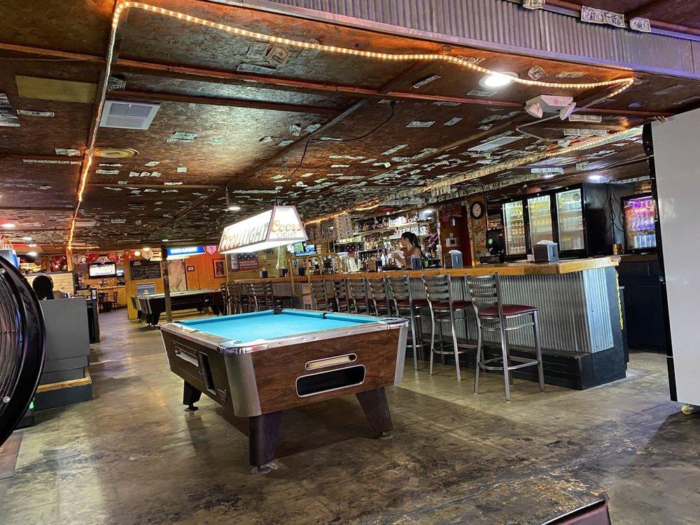 Stoney's Grub and Pub: 2021 W Main St, Independence, KS
