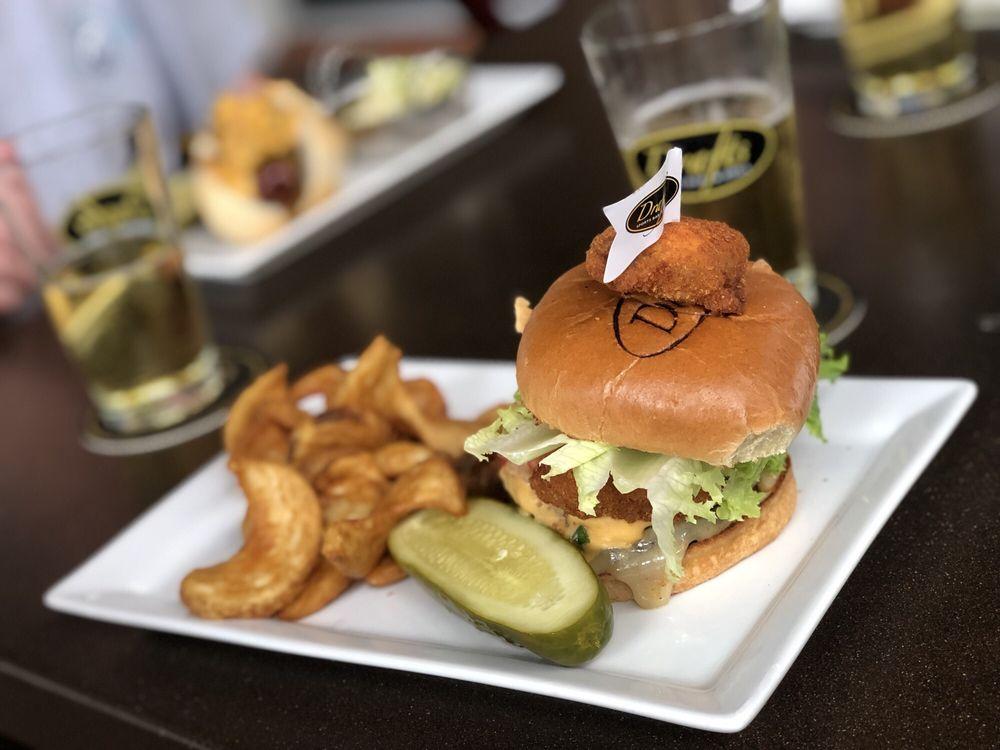 Drafts Sports Bar & Grill: 9500 Turkey Lake Rd, Orlando, FL