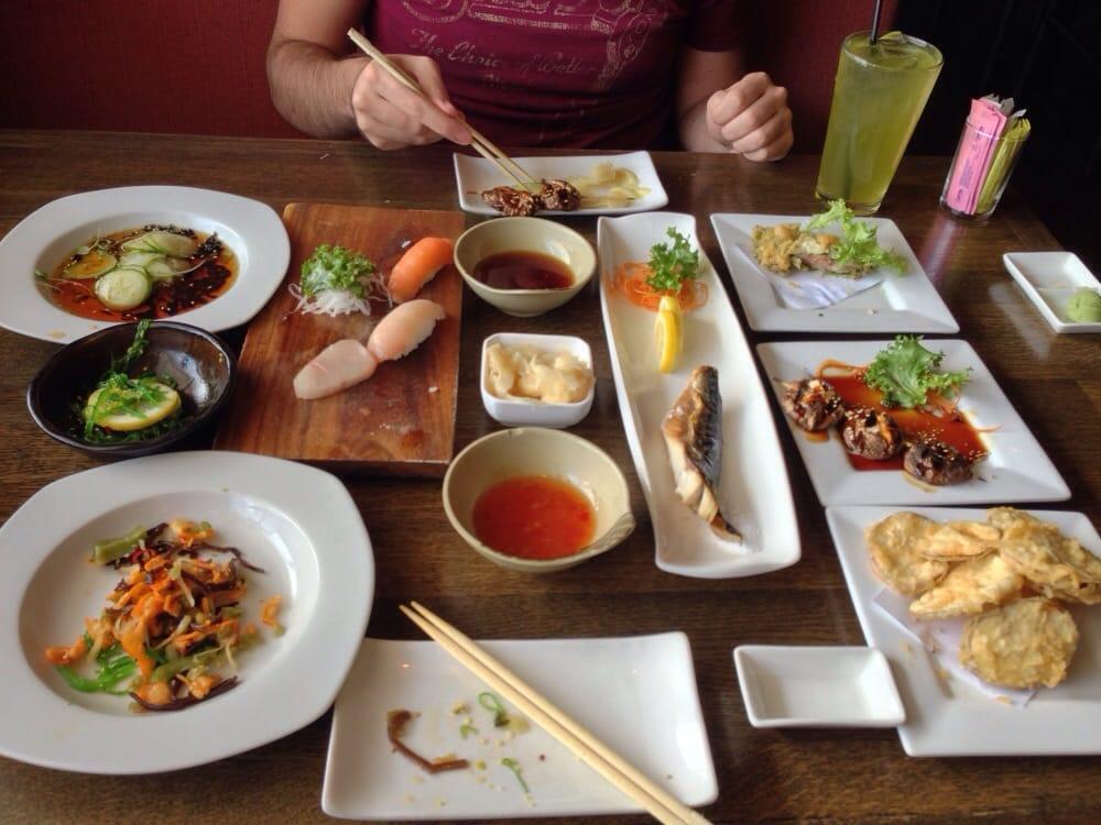 Tako sunomono seaweed salad squid salad hamachi for Aka japanese cuisine houston