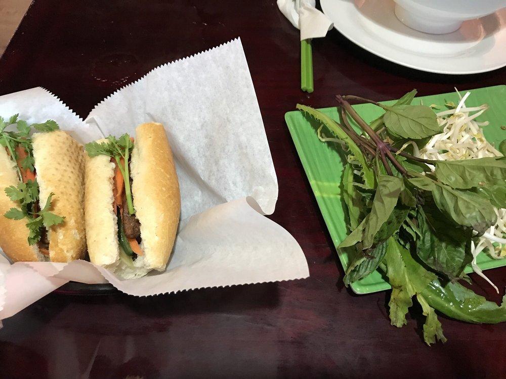 Le's Noodles & Sandwiches: 6540 E Central Ave, Wichita, KS