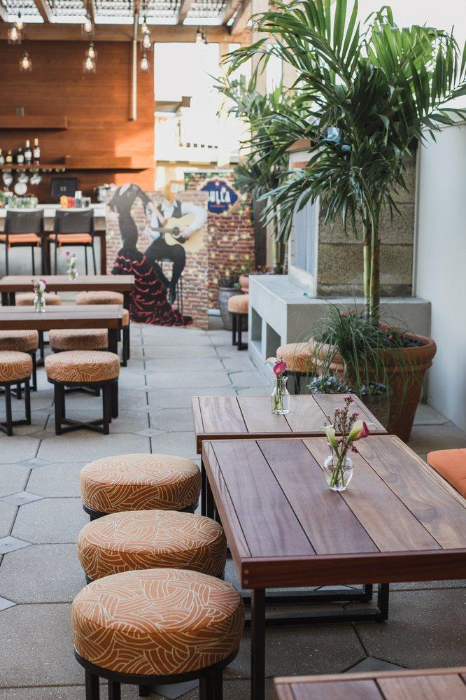 Luna Lounge: 930 S Howard Ave, Tampa, FL