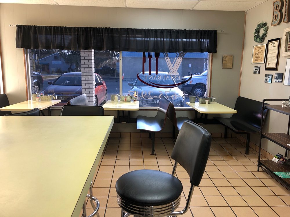 Big V Restaurant: 32 Hall St, LaBelle, FL