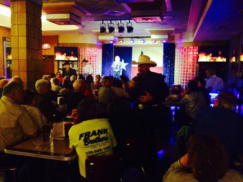 A Tribute to George Strait Dinner Show - At Uptown Cafe: 285 S State Hwy 165, Branson, MO