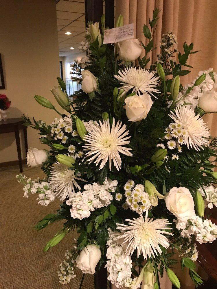 Gilman Flower Shop: 520 S Crescent St, Gilman, IL