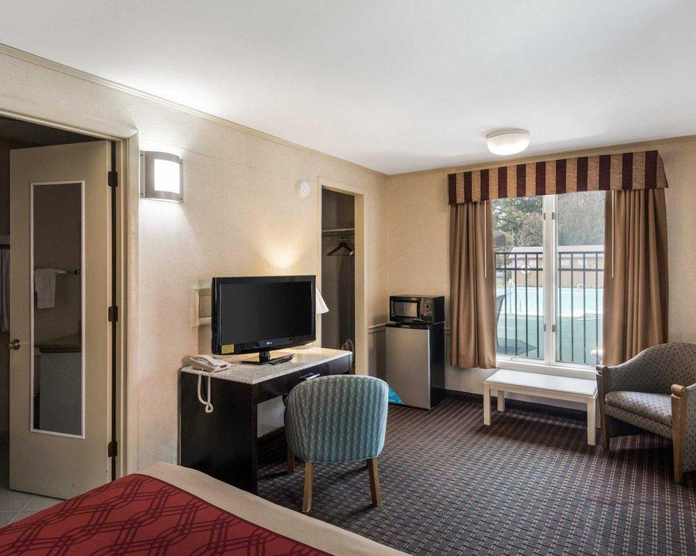 Econo Lodge: 825 Ocean Hwy, Pocomoke City, MD