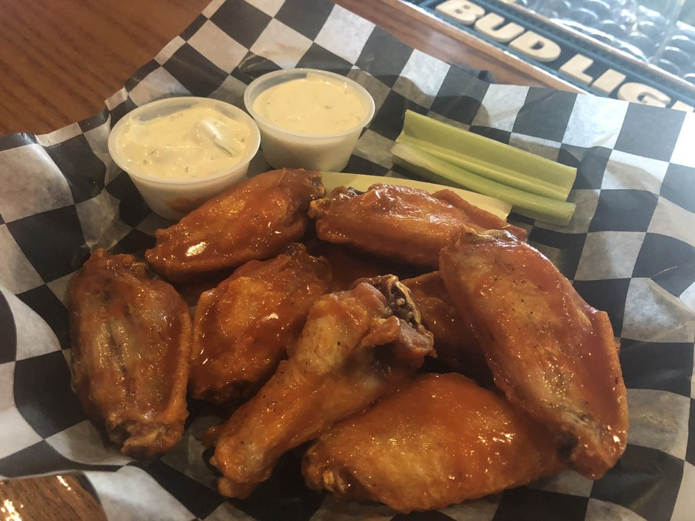 Trappers Bar and Grill: 6810 Lake Dr, Lino Lakes, MN