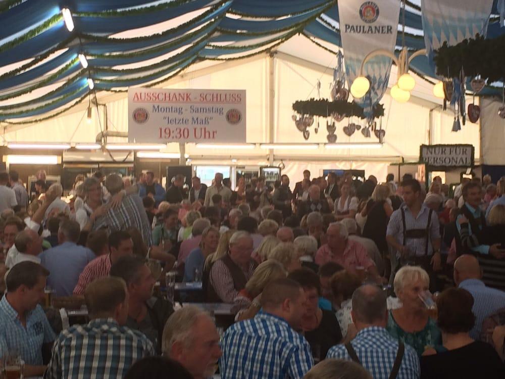 Karstadt: Oktoberfest im festzelt auf dem Parkdeck - Yelp