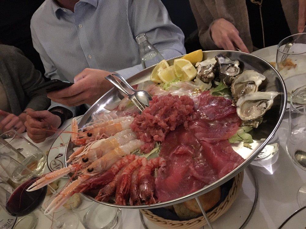 Il faro piatti a base di pesce via marco d 39 oggiono 6 for Ristorante in baita vicino a me