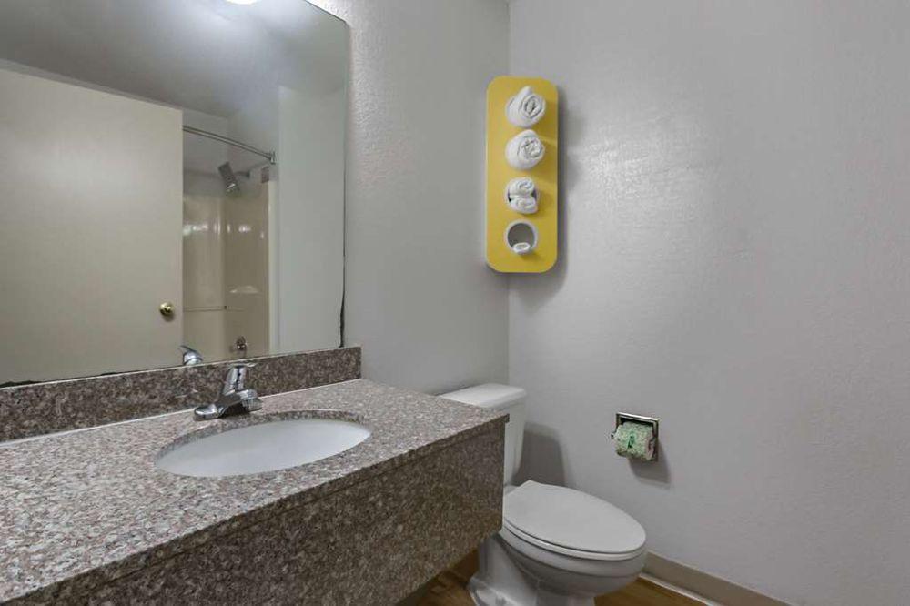 Motel 6: 712 West 7th Ave, Augusta, KS
