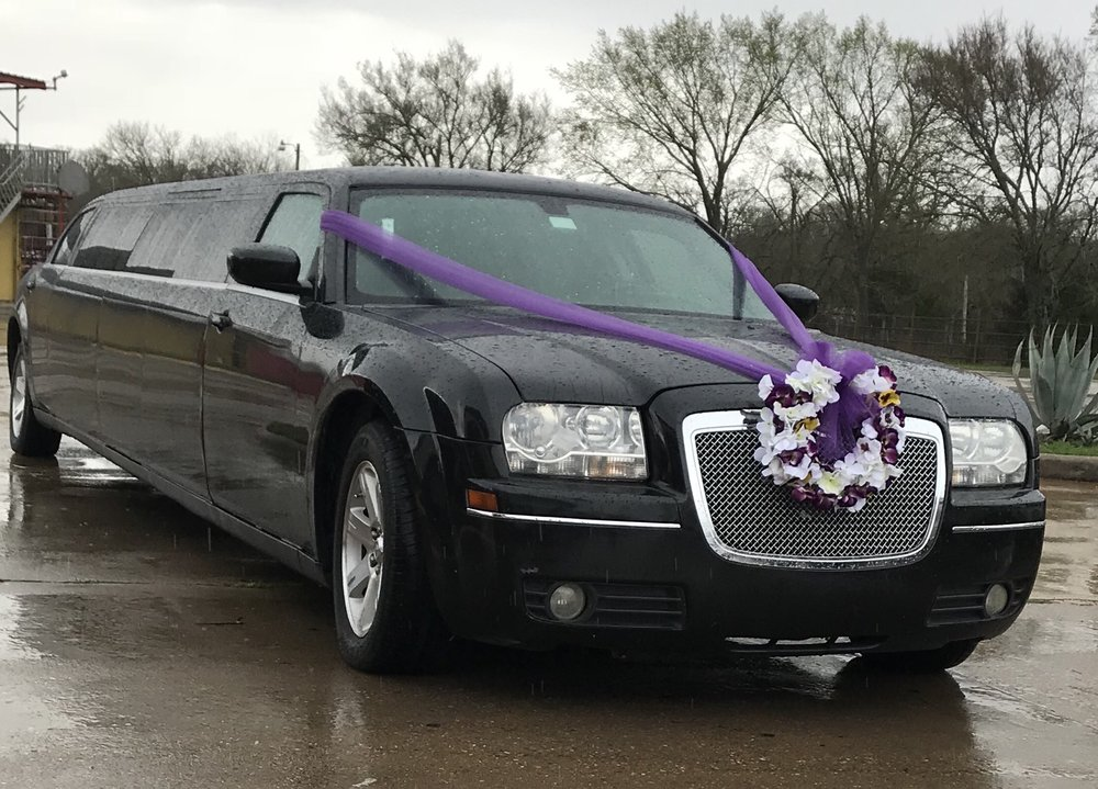 Black Diamond Limo: 2121 E Wm J Bryan Pkwy, Bryan, TX
