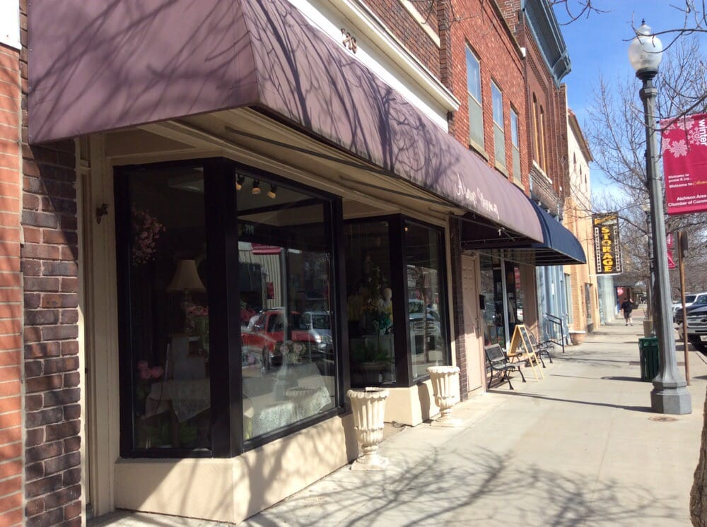 Always Blooming: 719 Commercial St, Atchison, KS