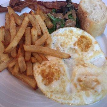 B Cafe East 256 Photos 351 Reviews Bars 240 E 75th St