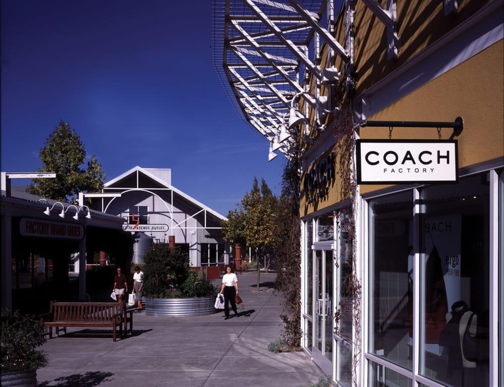 Petaluma Village Premium Outlets