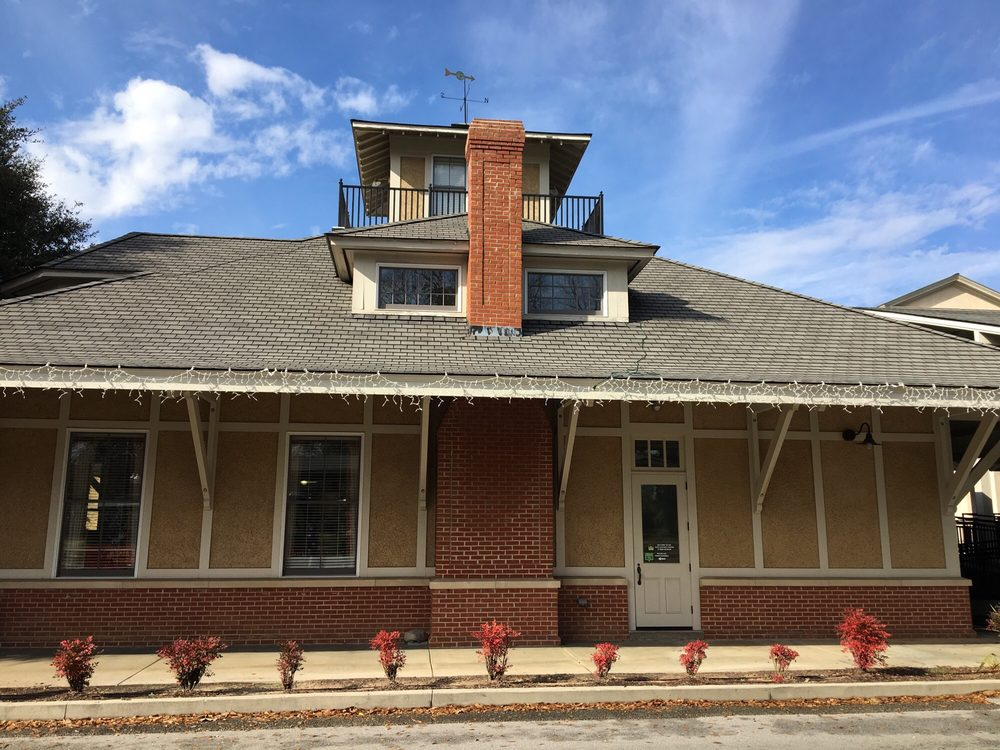 Aiken Visitor Center and Train Museum: 406 Park Ave SE, Aiken, SC