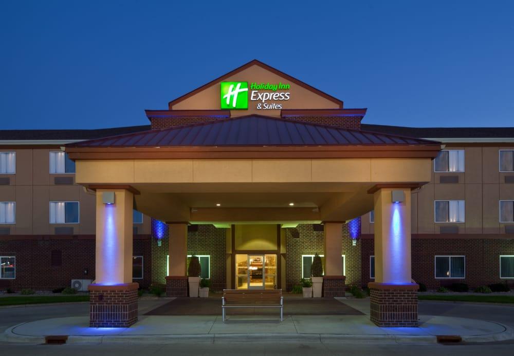 Holiday Inn Express & Suites Aberdeen: 3310 7th Ave SE, Aberdeen, SD