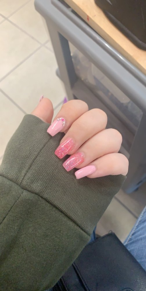 Diva Nails: 3597 N Lecanto Hwy, Beverly Hills, FL