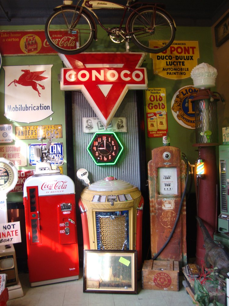 Johnny Junk & Co.: 2012 2nd Ave, Anoka, MN