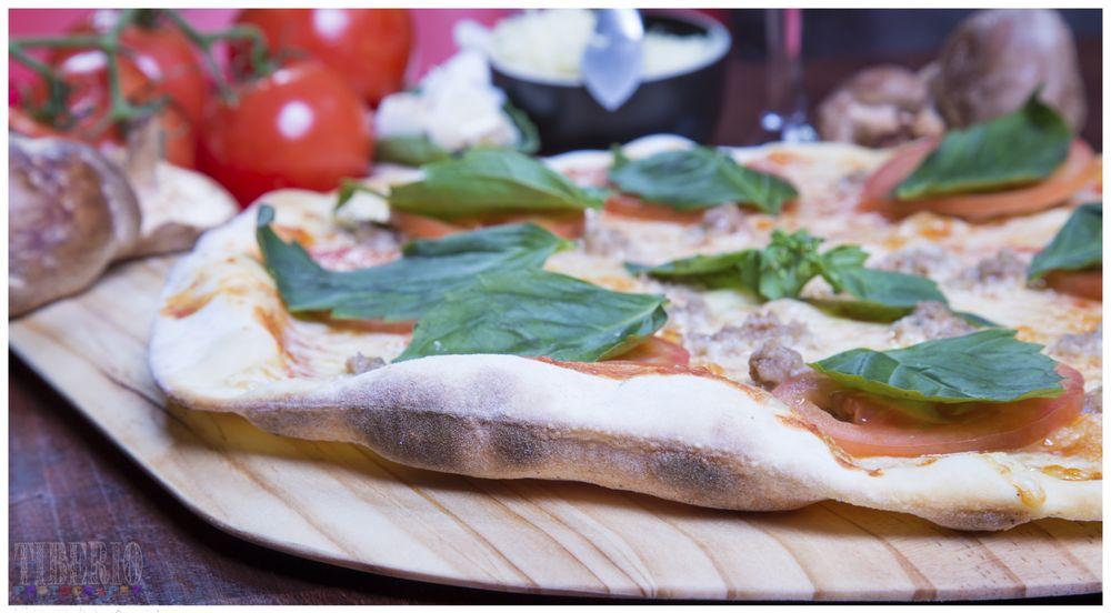 Pizzeria La Gitana-Yelm: 309 Yelm Ave E, Yelm, WA