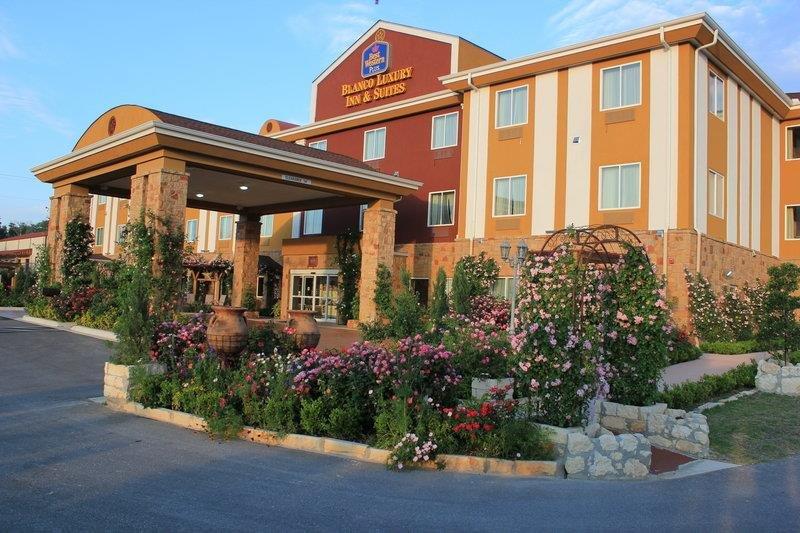 Best Western Plus Blanco Luxury Inn & Suites: 2218 Highway 281 N, Blanco, TX