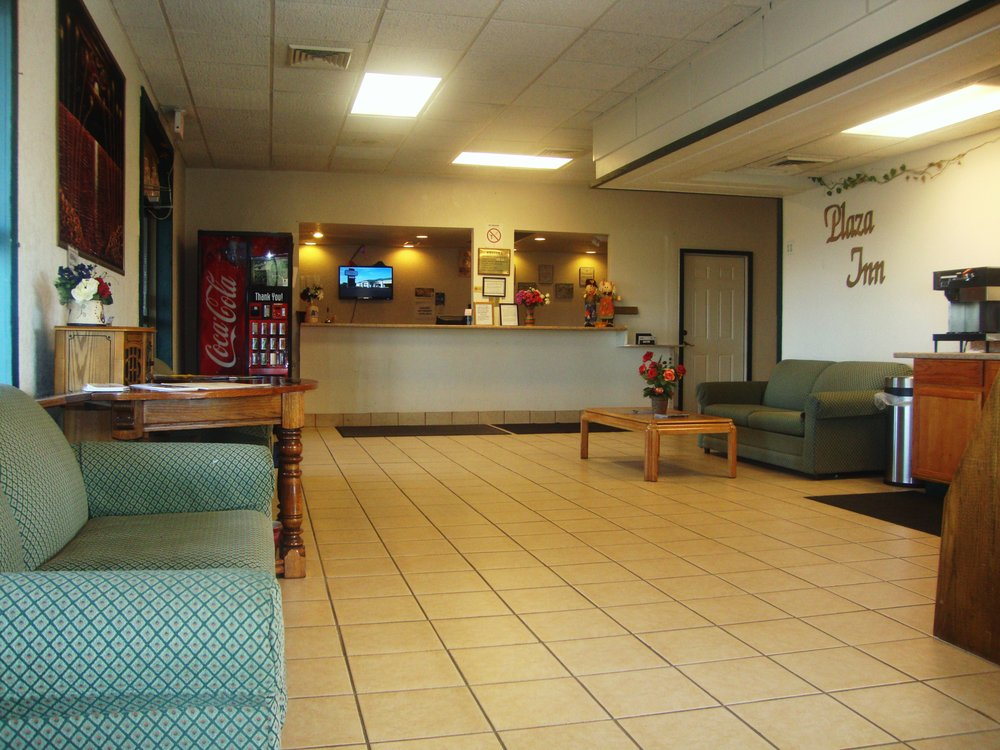 Plaza Inn Hotel: 3810 SW Topeka Blvd, Topeka, KS