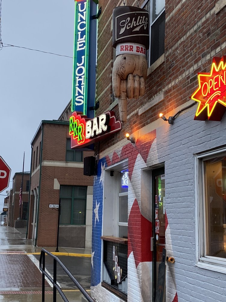 Uncle John's RRR Bar: 141 S Main St, Waterloo, IL