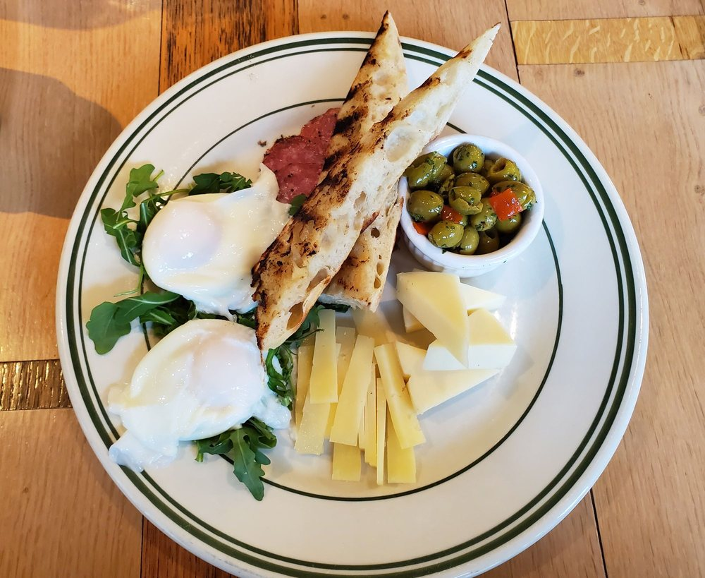 Mountainside Cafe: 251 Rt 7 S, Falls Village, CT