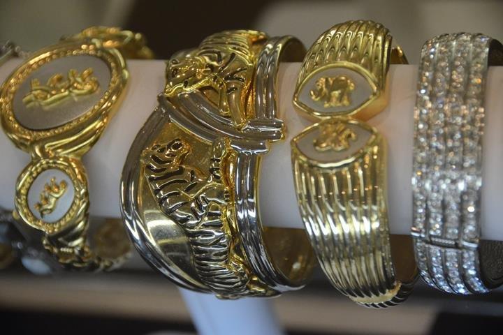 Leah Jewelers: 120 N York St, Elmhurst, IL