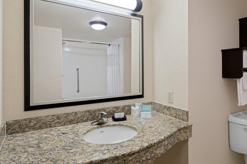 Hampton Inn & Suites Clearwater/St. Petersburg-Ulmerton Road, FL: 4050 Ulmerton Rd, Clearwater, FL