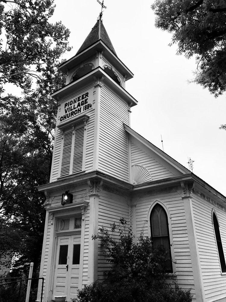 Harold Warp Pioneer Village: 138 E US Hwy 6, Minden, NE