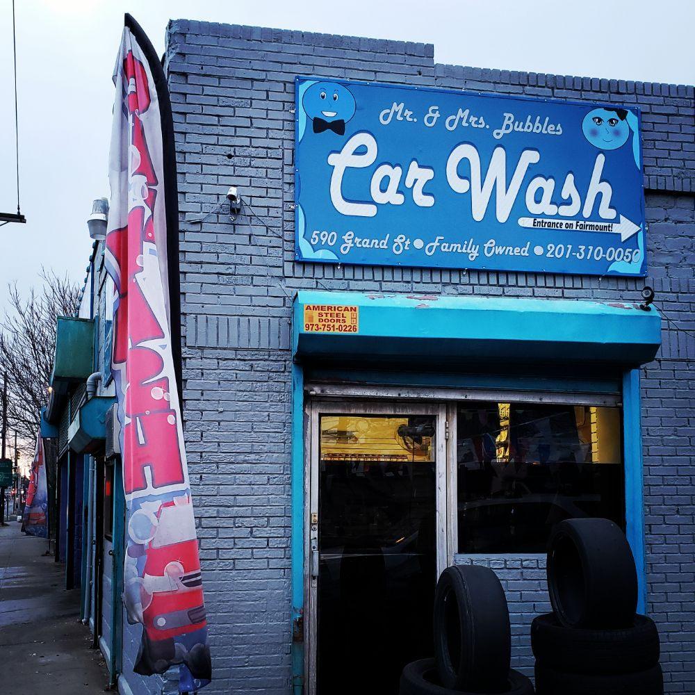 Mr & Mrs Bubbles Car Wash
