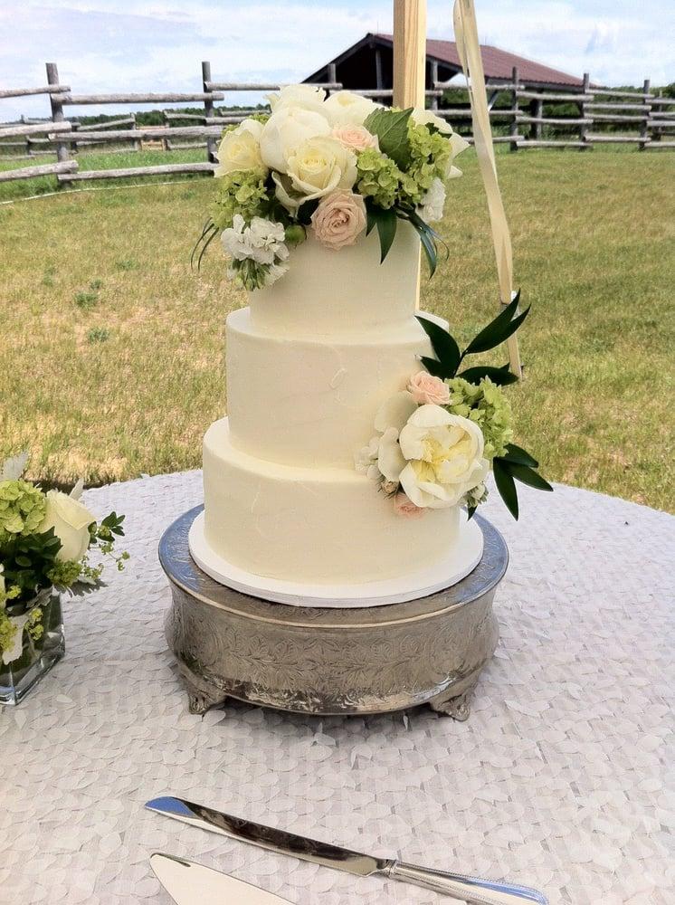 Aunt B's Cakes & Desserts: 20931 Maple St, Lake Ann, MI