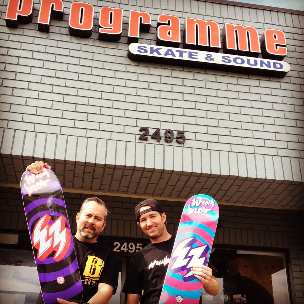 Programme Skate & Sound: 2495 E Chapman Ave, Fullerton, CA