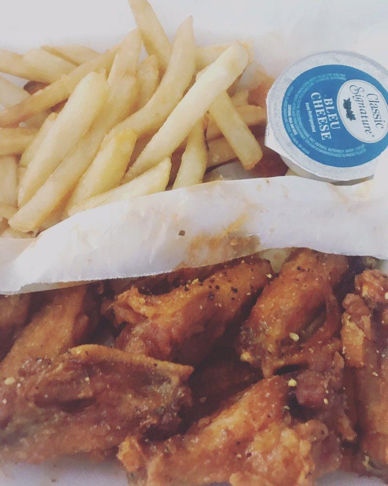 Lovejoy Wings Cafe: 11169 Tara Blvd, Hampton, GA