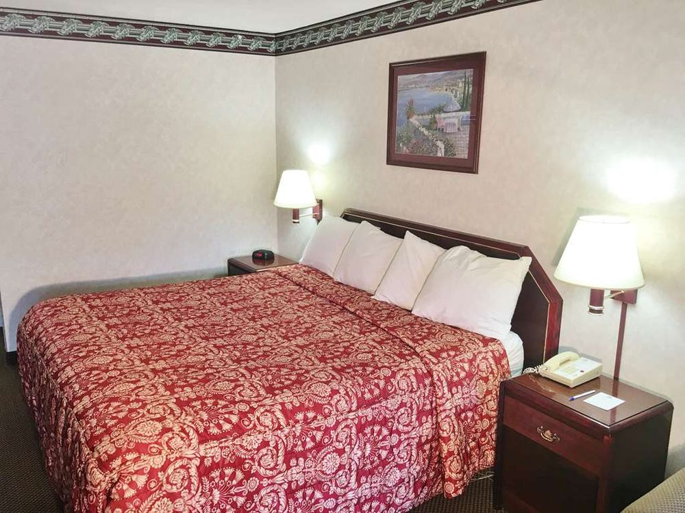 Americas Best Value Inn & Suites Clarksdale: 350 South State Street, Clarksdale, MS