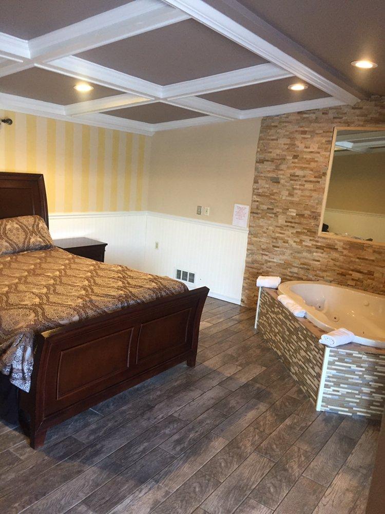 Pines Motor Lodge Hotels 636 Rte 109 Lindenhurst Ny Phone Number Yelp