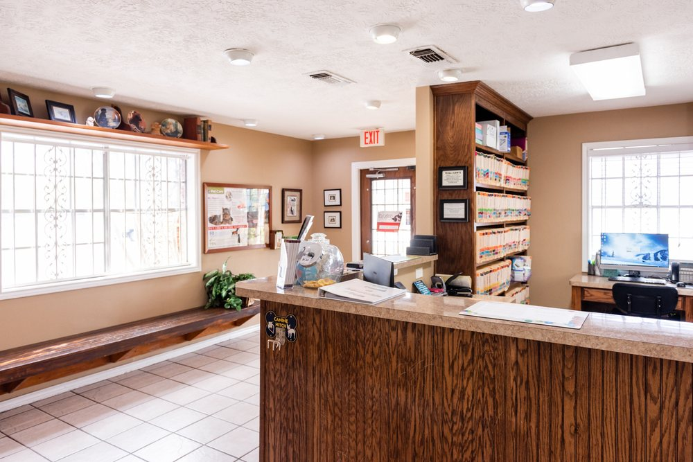 College Hills Veterinary Hospital: 209 Dominik Dr, College Station, TX