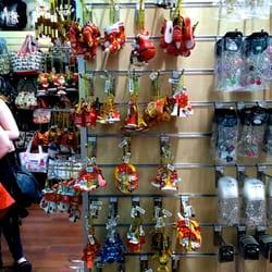 Souvenir\'s Factory - 16 Photos - Souvenir Shops - 6 quai du Marché ...