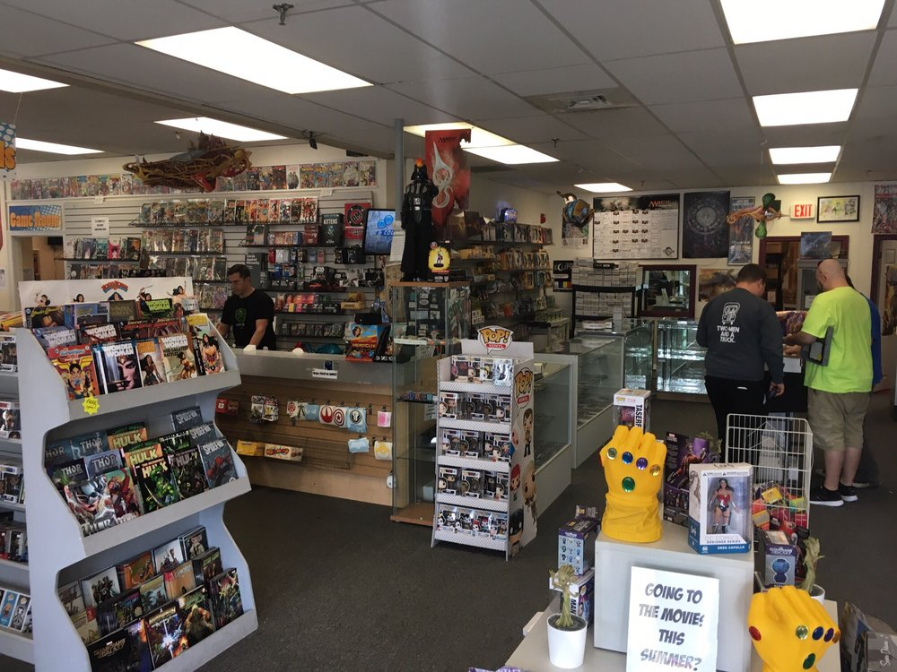 Double Midnight Comics & Collectibles: 245 Maple St, Manchester, NH