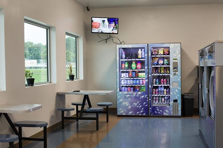 Perry Creek Laundromat: 405 W 19th, Sioux City, IA