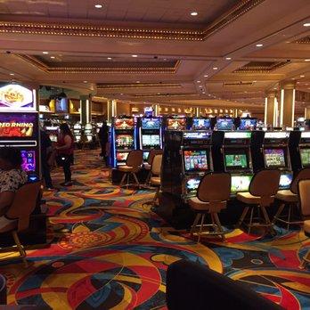 Hollywood casino aurora hotel super cherries slot machine