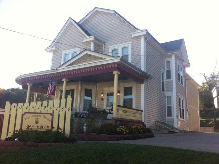 The Arnott House Bed & Breakfast: 103 Locust Ave, Spencer, WV