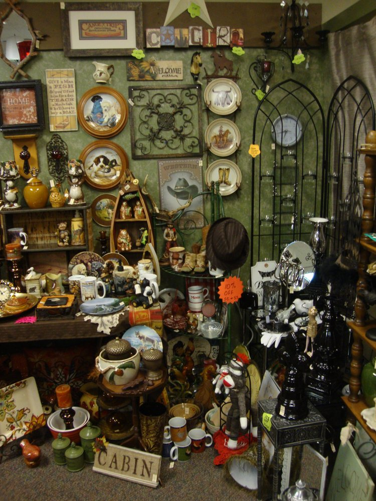 Emerald Isle Antiques & Gifts: 300 E Main St, Anoka, MN