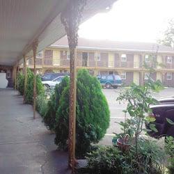 Regency Inn: 501 W College St, Booneville, MS