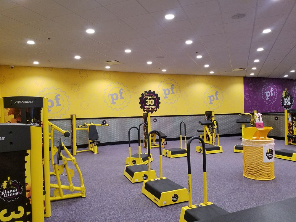 Planet Fitness - Fishers, IN: 11728 Fishers Crossing Dr, Fishers, IN