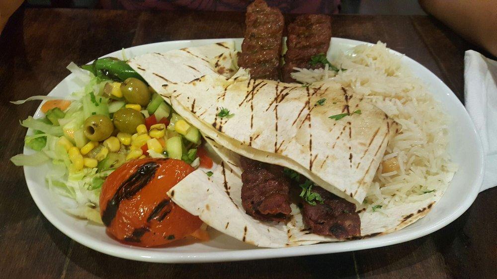 Div n kebab carrer del bonsucc s 4 el raval for Divan kebab menu