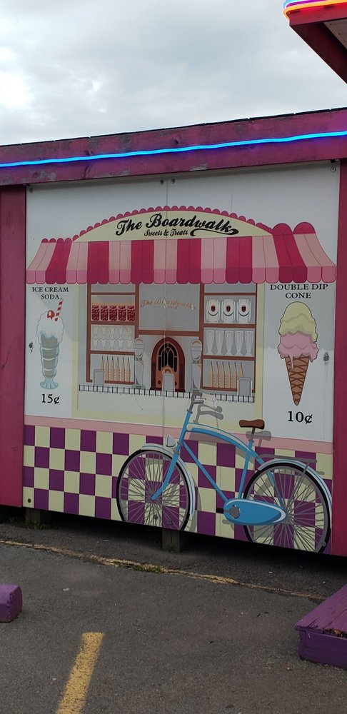 The Boardwalk Sweets & Treats: 632 Hamlin Hwy, Hamlin, PA